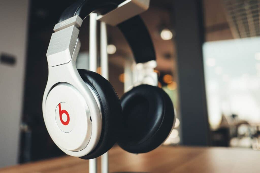 best mixing and mastering headphones - beats by dr. dre