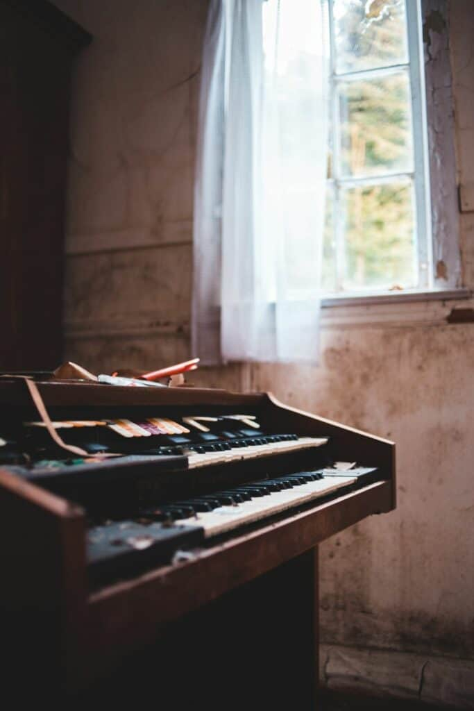 how to record keyboard and vocals at the same time - an electric organ