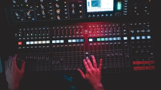 what's the difference between mixing and mastering