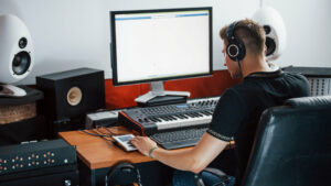 which music production software is best for beginners - decibel peak academy
