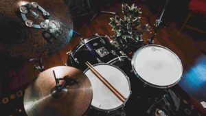 how many microphones do you need to record drums? - decibel peak