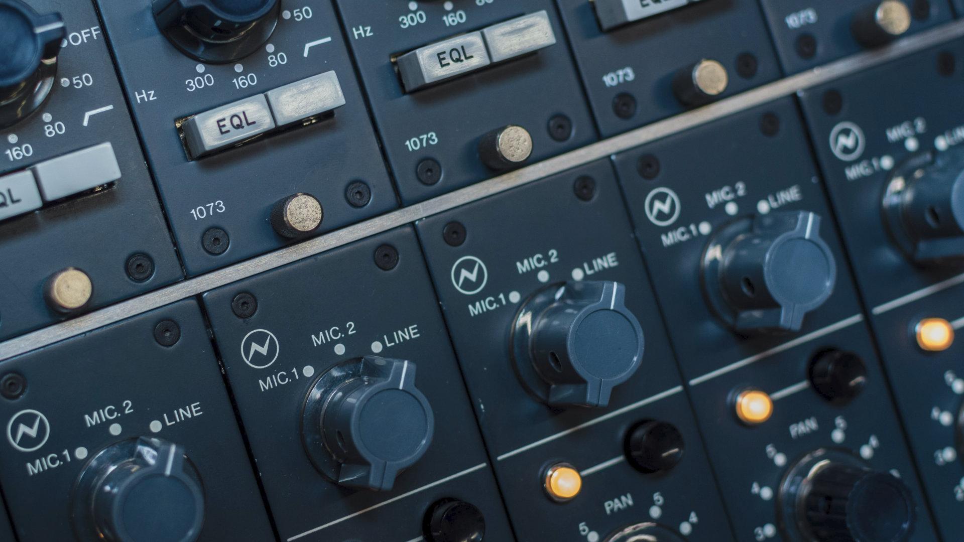 how to mix and master music in logic pro x - decibel peak